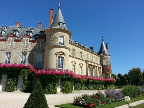 Biking through the Château de Rambouillet Gardens before entering the National Forest.