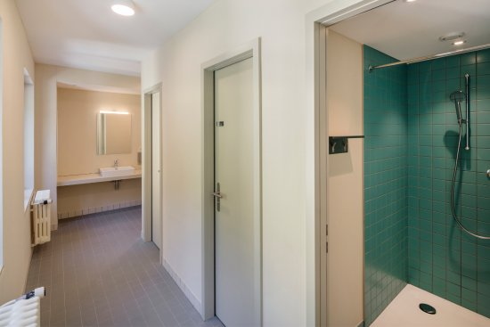Crans-Montana Youth Hostel Bella Lui : Öffentliche Duschen/WC