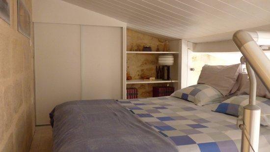 Libourne, France: Mezzanine bedroom