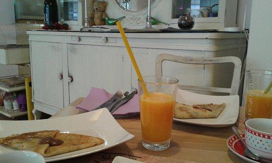 bed&bistro Fotic: palacinke e succo d'arancia