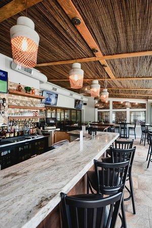 Orapax: patio bar