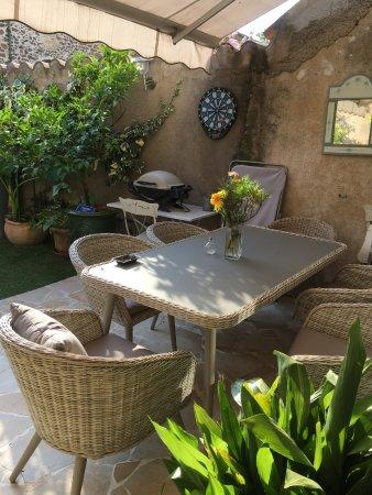 Valros, France: la terrasse