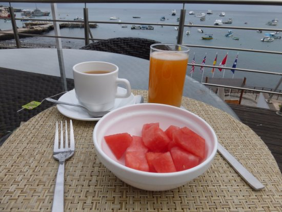 Puerto Baquerizo Moreno, Ecuador: Breakfast on the terrace (before the pancakes arrived)