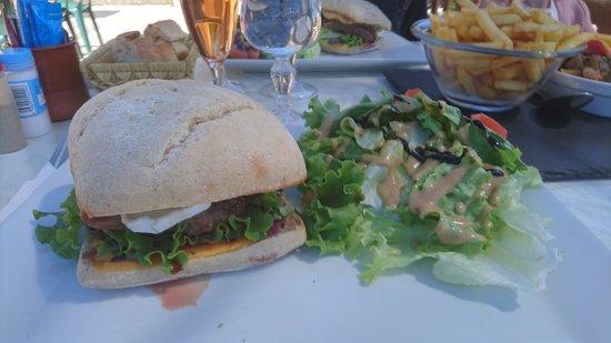 """Albiez-Montrond, France: Hamburger """"bichon """""""
