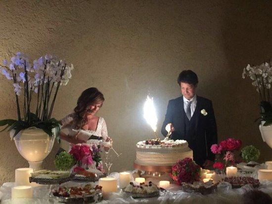 Provaglio d'Iseo, Italia: Taglio torta con buffet di dolci