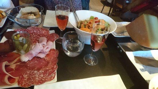 Albiez-Montrond, France: Plateau raclette pour 2