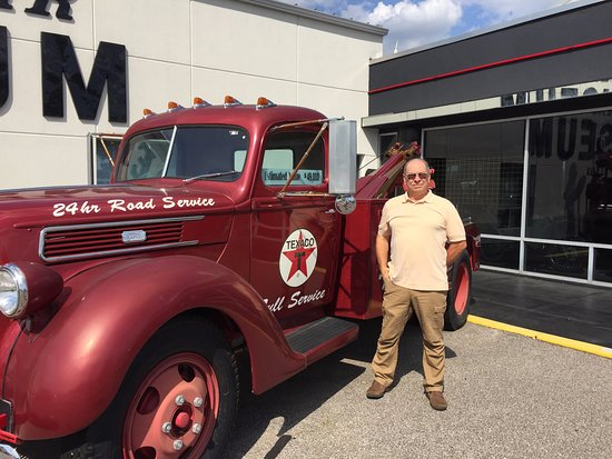 Evansville, IN: Same big (old) kid by the vintage wrecker