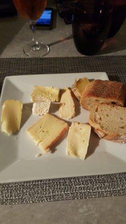 Bedarieux, France: Plateau de fromage au choix (dans menu 7 services)