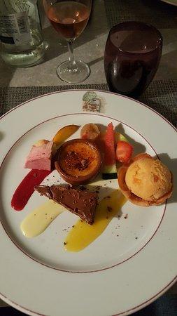 Bedarieux, Francia: Assortiment de dessert (dans menu 7 services)