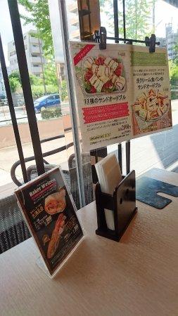 Kasuga, Japan: 麵包咖啡店環境