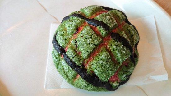 Kasuga, Japan: 麵包咖啡店西瓜味菠蘿包