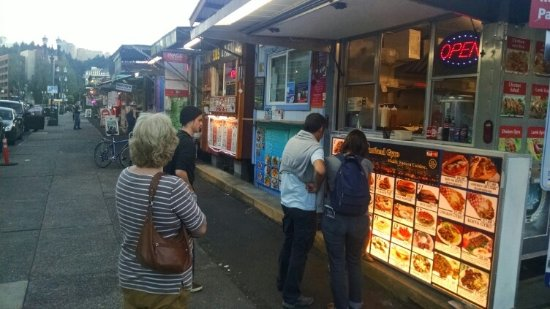 Econo Lodge City Center: Food trucks next to hotel