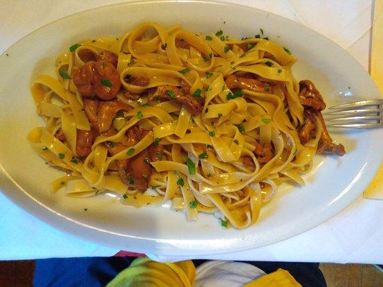 Rasun di Sopra, Italien: Fettuccine ai finferli freschi