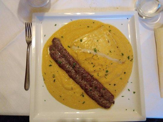Rasun di Sopra, Italien: Salsiccia con polenta e formaggio di malga fuso