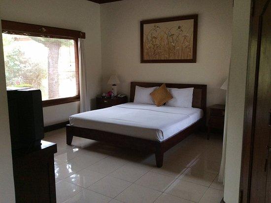 Puri Bagus Candidasa : Spacious room but hard bed