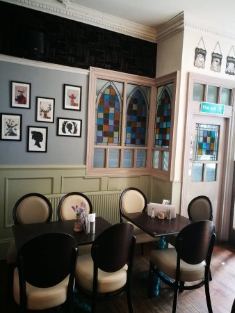 Chapters Tea Rooms and Restaurant : photo2.jpg