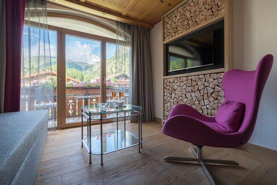 Hotel Eden Wellness: Salon im Doppelzimmer deluxe, Matterhornblick