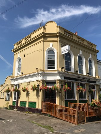 Richmond-upon-Thames, UK : The Mitre on a sunny day