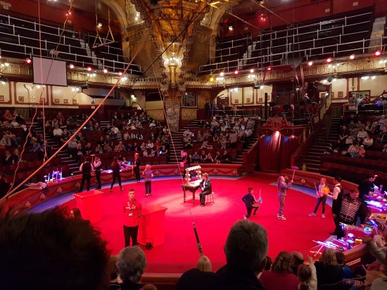 The Blackpool Tower Circus: Pre show entertainment (Face paint and led flash lights)