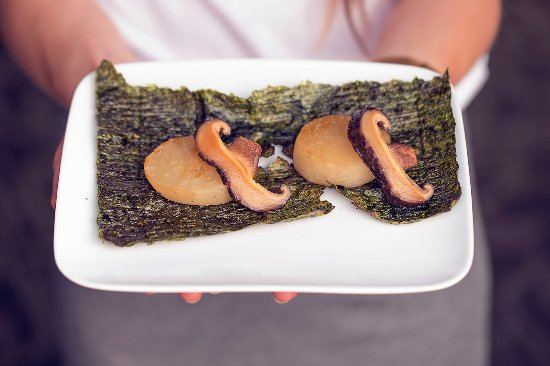 Powidoki: Tender daikon served on nori chip with shitake mushrooms