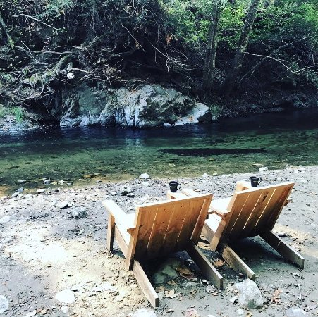 Glen Oaks Big Sur: Morning coffee by the river