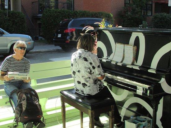 Montreal, Canadá: piano public à un placottoir
