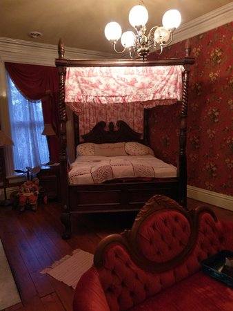 Galena, IL: Ryan Mansion - Red Room