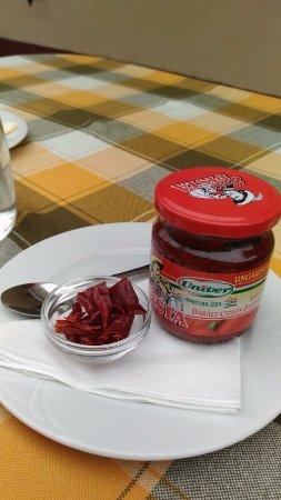 Veszprem County, Ungarn: A pacal bár nem volt készre ízesítve, de megadták a lehetőséget a testreszabáshoz.