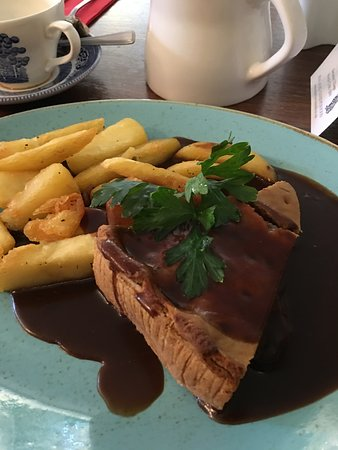 Heswall, UK: Steak and ale pie with chips.