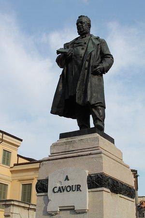 Statua di Cavour