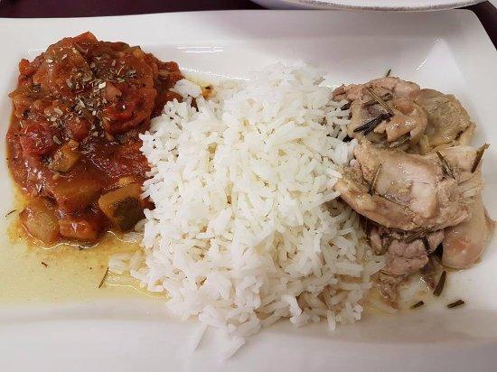 Montbrison, Francia: Sauté de poulet au romarin ratatouille maison riz basmati