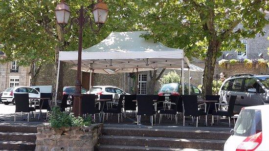 Montbrison, Francia: Terrasse ombragée