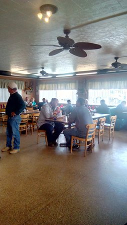 Fairmount, IN: Inside our diner where locals come to have a good meal and check up on the latest gossip