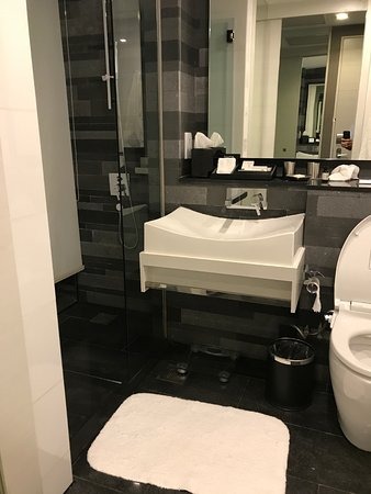 The Quincy Hotel by Far East Hospitality: Il bagno