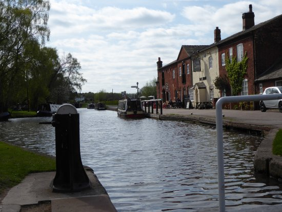 Burton upon Trent, UK: The Swan at Fradley Jn - just lovely