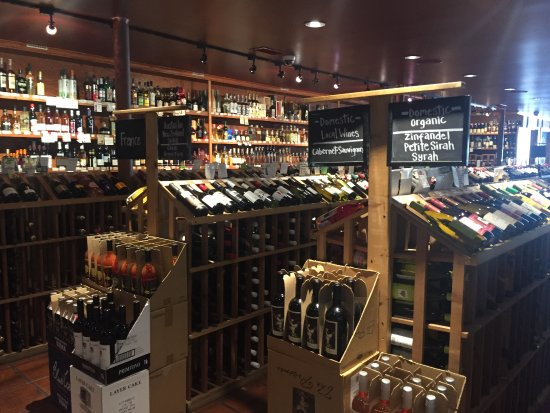 Ojai, CA: Nice selection of wines and beers