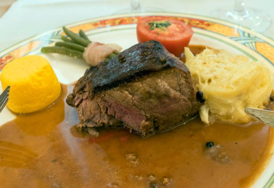 Le Wast, Frankrike: Beef Tournedos with pepper sauce