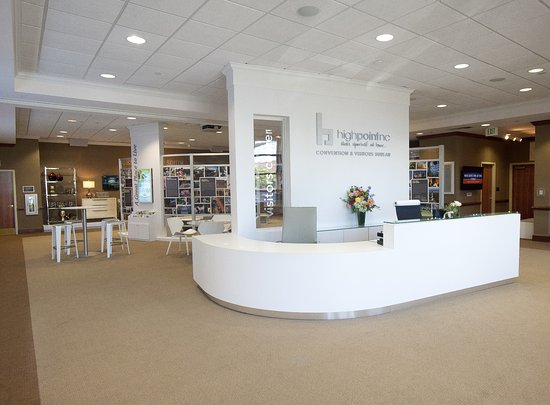 High Point, NC: Reception area with helpful staff