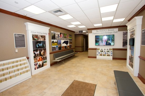 ไฮพอยต์, นอร์ทแคโรไลนา: Motorcoach area featuring African American, Bob Brown and Veteran's Gallery