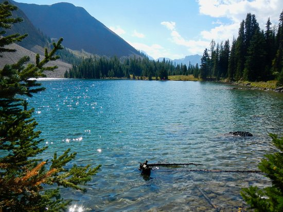 Peter Lougheed Provincial Park, Canada: Gorgeous lake, no facilities except a pit toilet 1