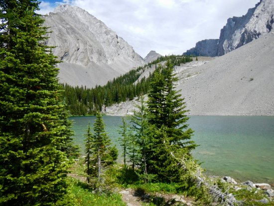 Peter Lougheed Provincial Park, Canada: Gorgeous lake, no facilities except a pit toilet 2