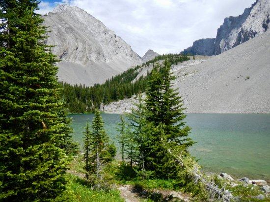 Peter Lougheed Provincial Park, Kanada: Gorgeous lake, no facilities except a pit toilet 2