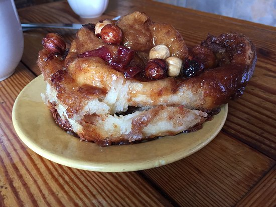 Vashon, WA: Cinnamon roll with rhubarb and hazelnuts