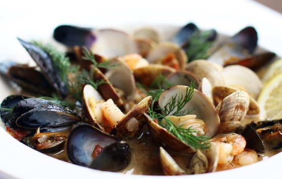 Albion River Inn Restaurant : Steamed Shellfish Prince Edward Island mussels, Manila clams, rock shrimp, bacon and more!