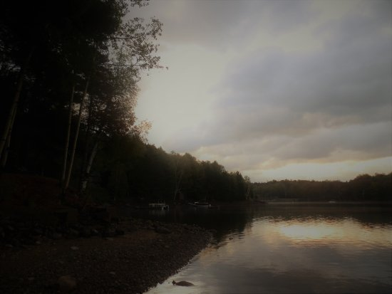 Indian Lake, NY: The enchanting wiew from the beach of the motel