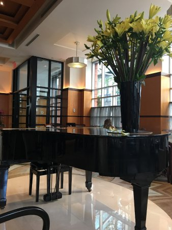 Hotel Giraffe by Library Hotel Collection: Lobby