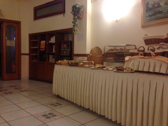 Hotel Eden: Breakfast area