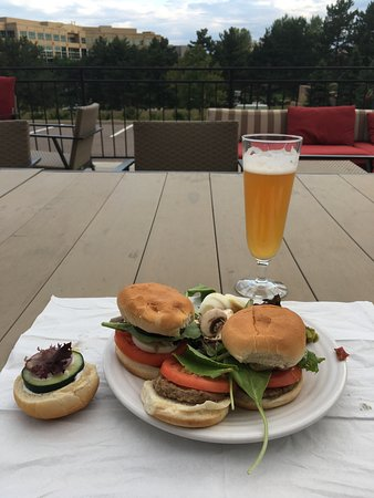 Englewood, CO: Social event complimentary