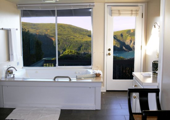 Albion, Californien: Room #17 with a Spa-Tub and view to match