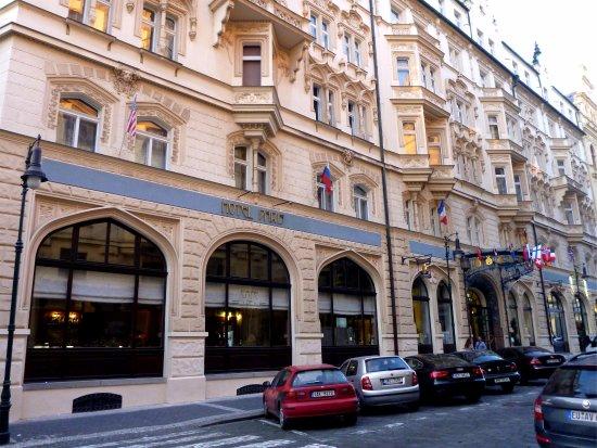 Group dinner picture of hotel paris prague prague for Best hotel location in prague